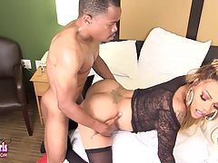 Amanda Coxxs Enjoys Mini Stylez` Hard Cock!